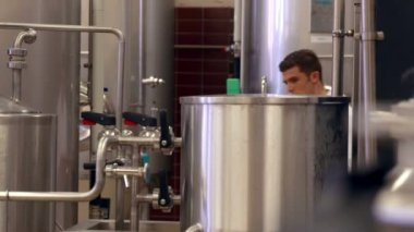 Brewery worker checking the vats — Stock Video