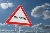 Stay positive against sky and clouds — Stock Photo