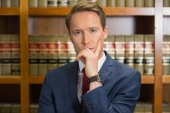Lawyer frowning in the law library — Stock Photo
