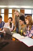 Professor teaching group of students in library — Stock Photo