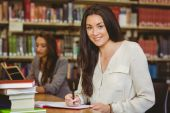 Smiling pretty brunette student — Stock Photo