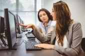 Businesswomen looking at computer screen — Stock Photo
