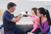 Pediatric dentist explaining to young patient — Foto Stock