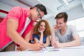 Smiling students working and taking notes together — Stockfoto