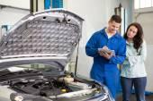 Customer listening to his mechanic — Stock Photo