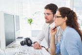 Colleagues interacting together about photos — Stock Photo