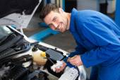 Mechanic testing oil in car — Stock Photo