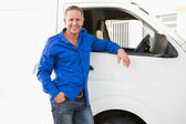 Man leaning against his delivery van — Stock Photo
