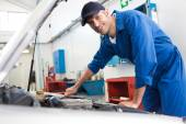 Mechanic examining under hood of car — Foto Stock