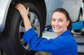 Mechanic adjusting the tire wheel — Stock Photo