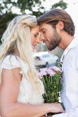 Paar zu einander küssen — Stockfoto