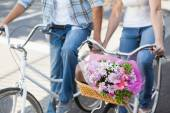 Cute couple on a bike ride — Stockfoto