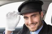 カメラに微笑んでハンサムな運転手 — ストック写真