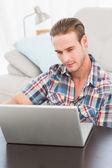 Cheerful man on a laptop  — Stockfoto