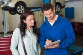 Mechanic and customer talking together — Stock Photo