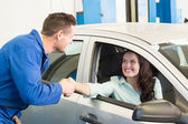 Customer shaking hands with mechanic — Stock Photo