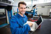 Mechanic using a laptop to work — Stock Photo