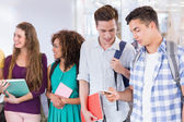 Students chatting in between classes — Stockfoto