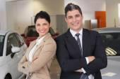 Permanente de equipe de negócios com os braços cruzados — Fotografia Stock