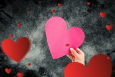 Mano con cuore contro cuore — Foto Stock