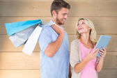 Young couple holding shopping bags — Fotografia Stock