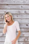 Happy blonde talking on the phone — Stock Photo