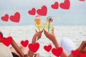 Couple clinking glasses of cocktail on beach — Stock Photo