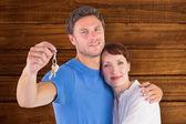 Couple holding keys to home — Stock Photo
