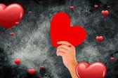 Ręka z serca wobec kiery — Zdjęcie stockowe