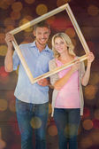 Couple holding picture frame — 图库照片