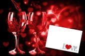 Láska se zámek a klíč proti bílé karty — Stock fotografie