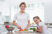 Mother and daughter preparing vegetables — Stock Photo