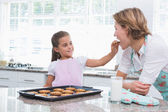 Mother and daughter with hot fresh cookies — Stock Photo