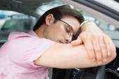 Drunk man slumped on steering wheel — Stock Photo
