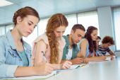 Fashion students taking notes in class — Stockfoto