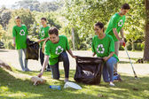 Environmental activists picking up trash — Stock Photo