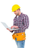 Handyman using laptop — Stock Photo