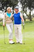 Couple smiling at each other on putting green — Stock Photo
