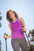 Fit woman hiking in the park — Stock Photo