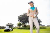 Female golfer smiling and posing — ストック写真
