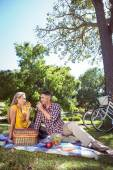 Couple having picnic in the park — Stock Photo