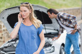 Couple after a car breakdown — Stock Photo