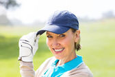 Female golfer smiling at camera — Stock Photo