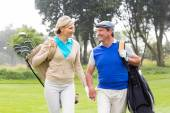 Couple on the putting green — Stock Photo