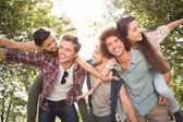 Happy friends in the park taking selfie — Stock Photo