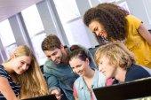 College students using computer — Fotografia Stock