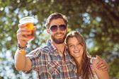 Hipster couple smiling at camera — Fotografia Stock