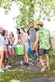 Excited friends arriving at music festival — Stockfoto