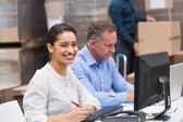 Two managers working on laptop at desk — Stock Photo