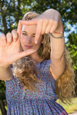 Pretty blonde framing with hands — Stock Photo